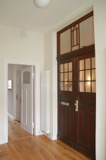 bauteilb rse bremen zweifl geliger haust r zu einer innent r. Black Bedroom Furniture Sets. Home Design Ideas